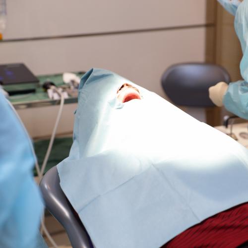 インプラントにおける静脈内鎮静法